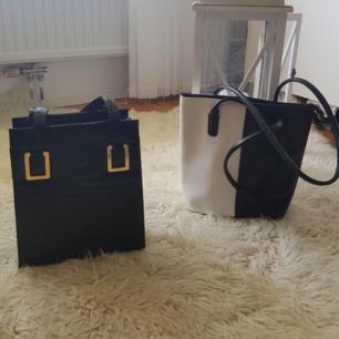 Två söta väskor som gör en vanlig outfit riktigt ball.  1 för 50kr båda för 80kr Möts upp i Stockholm  eller fraktar Köparen står för frakt