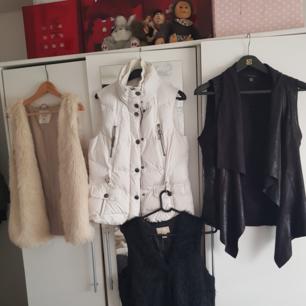 Två otroligt söta och bekväma västar som spicear upp varje outfit! Den ljusa fluffiga är i storlek L och kommer från H&M Den rockiga svarta är från new yorker och i storlek 40. Båda i fint skick. Möts i Stockholm eller fraktar