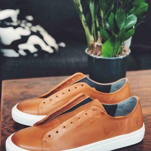 Sjukt fina, helt nya, skor från Sneaky Steve på Åhléns. Nypris 1000:- Säljes pga att jag inte tog kartong och tog fel storlek. Kvitto finns. Aldrig använda! Skosnören kommer självklart med.