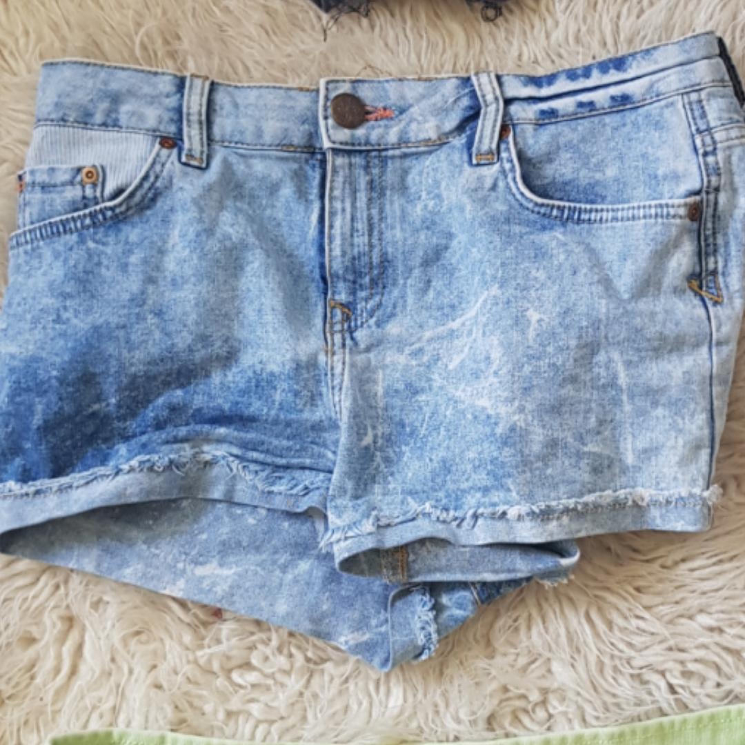 Fina shorts till sommaren till billigt pris och bra kvalité  Möts i Stockholm eller fraktar . Shorts.