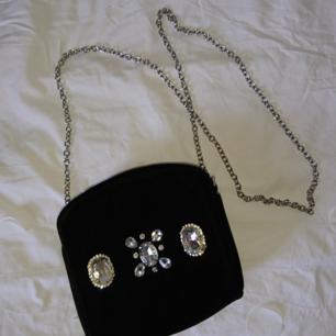 Aftonväska i svart sammet med