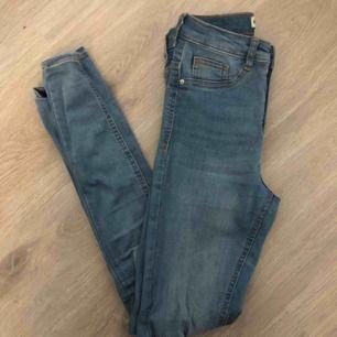 Basic Molly jeans från Gina Tricot, frakten ingår!