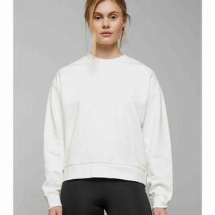 Sweatshirt från weekday, aldrig använd lappen sitter kvar!