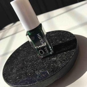 Mörkgrönt nagellack. Nytt och fräscht. Frakt 15kr