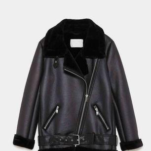 Bikerjacka i fake skinn från Zara