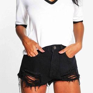 HELT NYA skitsnygga shorts från boohoo. Storlek 44 men är som 40/42. Fri frakt.