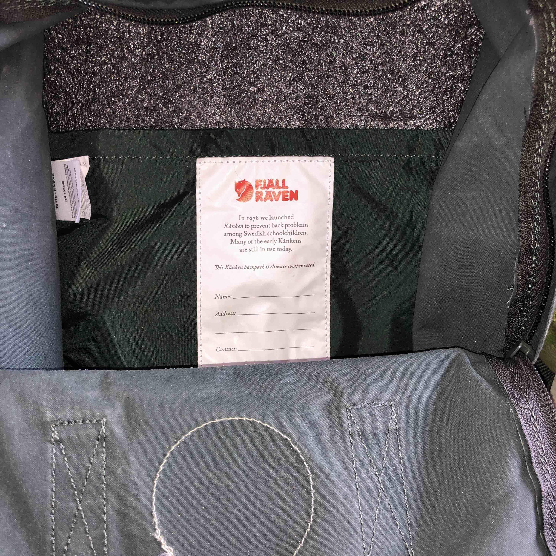 29c9b75a76a37 Verkauft wegen Umzug   Fjällräven-Tasche 4 Monate alt in der Farbe Forrest  grün. Verkauft wegen Umzug