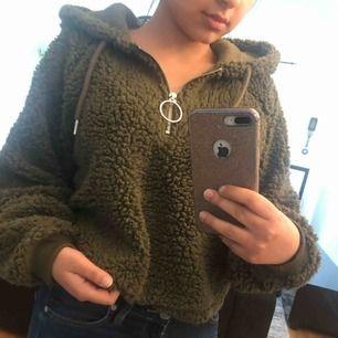 Jätte mysig hoodie, cozy som man säger på engelska: D använd en eller två gånger, ser ut som ny.