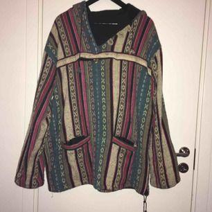 Varm tröja/jacka i 100% bomull, står ingen storlek men den känns som L/XL