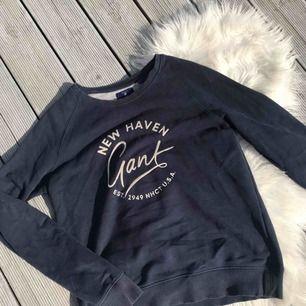 Gant sweatshirt dam, storlek  S. Skulle säga att den passar M också. Ca ett år gammal. 550 eller bud  ink frakt