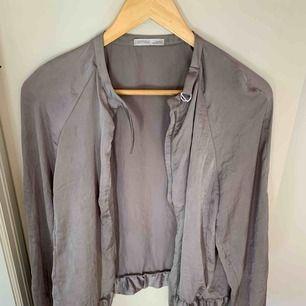 Snygg, elegant & stilren sommarjacka från Zara. Small.
