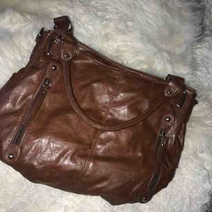 En brunväska i bra skick.