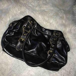 En lite mindre handväska.