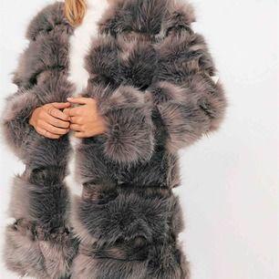 Säljer min Exclusive Faux Fur Coat från Chiquelle då den är för liten. Super fin nu till vår och endast använd ett fåtal gånger 🌸