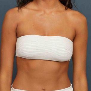 Helt ny bikiniöverdel från hm i storlek 38 skulle nog säga att den passar som en 36/s,