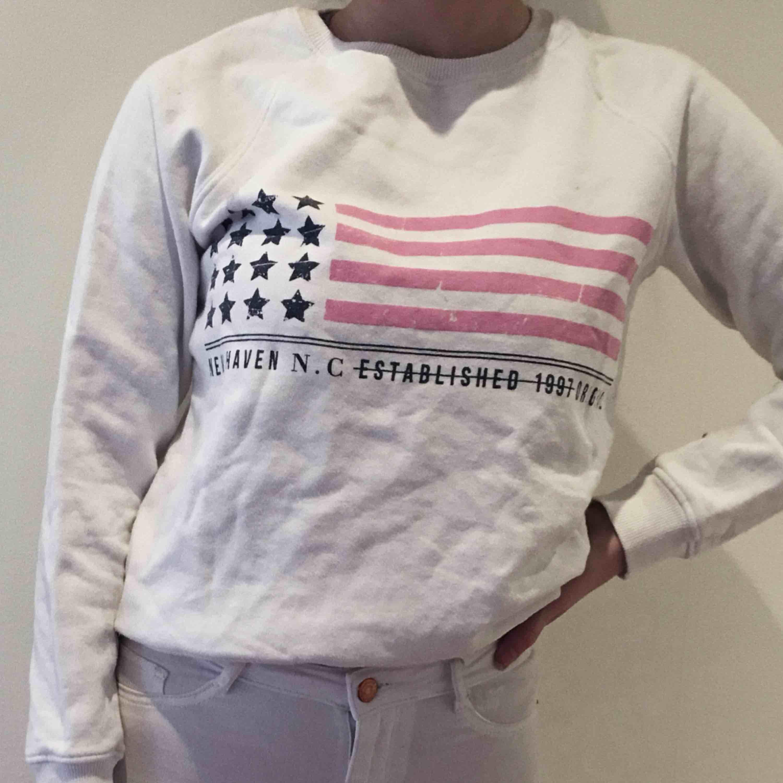 Mysig tröja från Gina tricot med tryck på framsidan. Oanvänd.. Tröjor & Koftor.