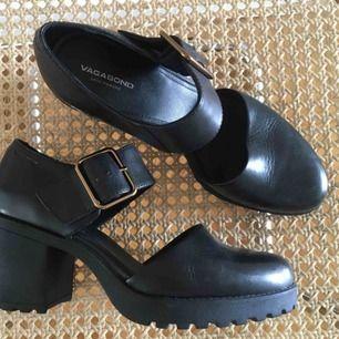Vagabond skor i perfekt skick! Så bekväma och snygga 🌻 Köparen står för frakten. Bara säg till om ni vill ha fler bilder 💛