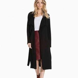 Säljer min kappa från bikbok, använd enbart 2 gånger pga fel storlek. Är i jätte fint skick! Sommarjacka i tunt tyg.