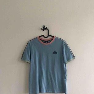 T-shirt från Umbro i storlek S. Använd ca 5 gånger och har inga fläckar eller hål. Kostade 349 men säljer för 150