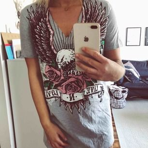 Knappt använd t-shirt klänning från Madlady. Lite kort på mig, är 173cm.