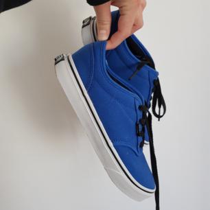 I princip oanvända vans-sneakers! Köpta för 399 & säljs med kartong om så önskas. Nyskick & står bara och dammar tyvärr.