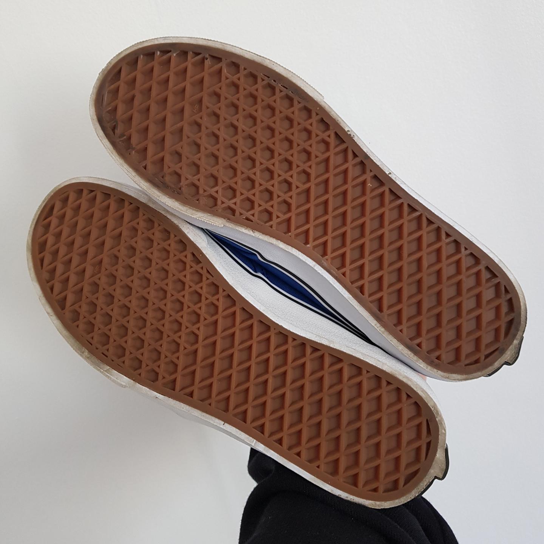 I princip oanvända vans-sneakers! Köpta för 399 & säljs med kartong om så önskas. Nyskick & står bara och dammar tyvärr.. Skor.