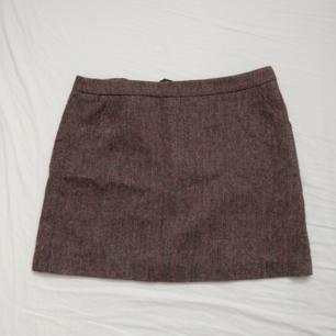 Kort kjol med siden inuti (ej så töjbar om man har stor rumpa dvs!) ❤️