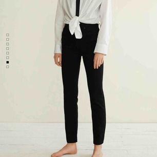 Svarta raka jeans ifrån MANGO || aldrig använda || storlek 36 (S) || säljer för 100kr + frakt