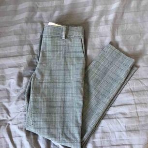 Superfina kostymbyxor som är i ett mjukare material från H&M, tyvärr är dom för stora för mig i midjan och har därför inte kommit till användning.