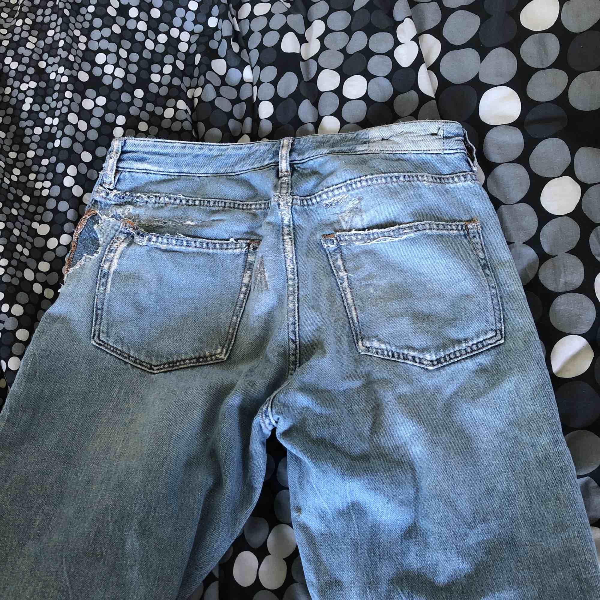 Väldigt använda karve jeans från carlings men de funkar. Storleken är S. Bor du i Malmö så kan jag möta upp dig annars så får vi diskutera frakt. . Jeans & Byxor.