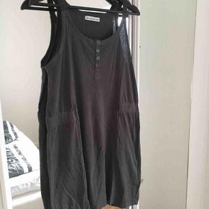 Klänning ifrån Rodebjer i stl S. Perfekt till sommaren. Frakt ingår i priset
