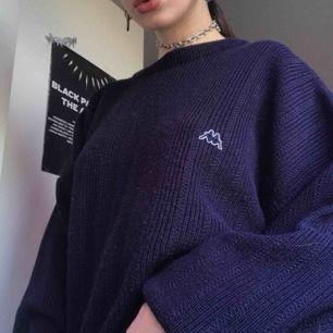 Stickad Kappa tröja i strl XL! 59 kr frakt tillkommer, eller så kan den hämtas i Västerås. Hmu vid intresse!