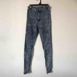 Jeans från Primark, dock är lappen bortklippt. Väldigt töjbara och sköna. Har inga fickor. 🍬 Möts upp i Gävle eller fraktar för 54kr