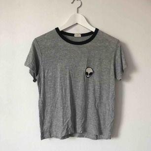 Populär tröja från Brandy Melville. Jätte skönt material! Passar de flesta eftersom den är stretchig, beroende på hur man vill att den ska sitta👽 Möts upp i Gävle eller fraktar för 18kr