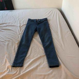 Blåa jeans från denim, storlek 38 mer som 36, mycket stretch, finns att hämta i norrköping kan även frakta då står köparen för frakten
