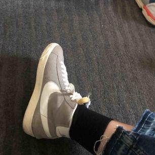 Nike blazers i bra skick