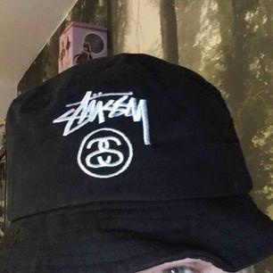 Stussy buckethat. Köpt på caliroots för lääängesen