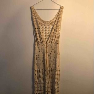 Virkad ankellång klänning/kofta i bra kvalité.