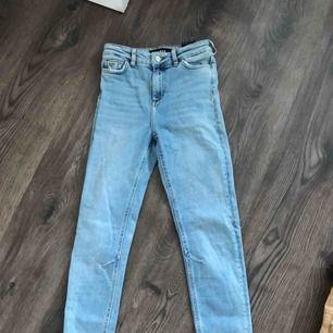 """Säljer dessa ursnygga jeans från krave. Högmidjade och lite """"loose fit"""""""