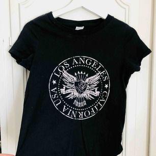 Snygg T-shirt från Ginatricot!