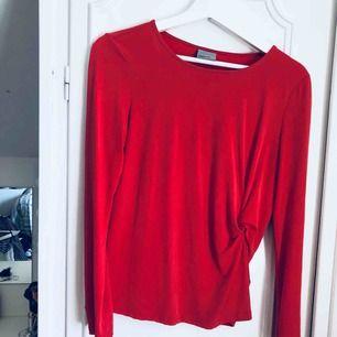 Superfin röd tröja från Only!