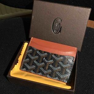 Goyard korthållare (kopia) säljes! Aldrig använt den så den är fortfarande i nyskick! Låda skickas med. FRI FRAKT