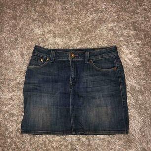 Fin kjol, köpt second hand och är därför inte säker på märke. Säljes pga att den är för stor för mig! Kan mötas upp i Västerås annars står köparen för frakten 🥰