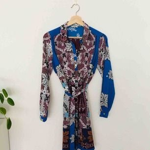 Mönstrad skjortklänning från river island. Ej använd🌻