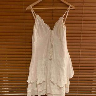 Vit linnen klänning från Branting. Storlek M. Dyr i inköp!