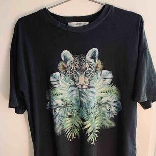 Cool t-shirt från Gestuz. Storlek XS. Som ny i sitt skick!