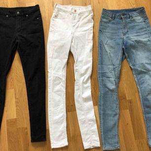 Tre par stuprörsjeans i storlek S. Högmidjade och stretchiga, nästan oanvända💜Svarta & blåa från cheap monday. vita ifrån bubbleroom💜150 kr styck eller alla för 375💜