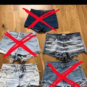 LEVIS ÄR SÅLDA🌸5 olika jeansshorts från olika märken. Vissa par passar XS och vissa S. Fråga gärna om det är nått särskilt ni undrar över. 1 par för 170 kr, pris kan diskuteras om ni väljer att köpa fler💜