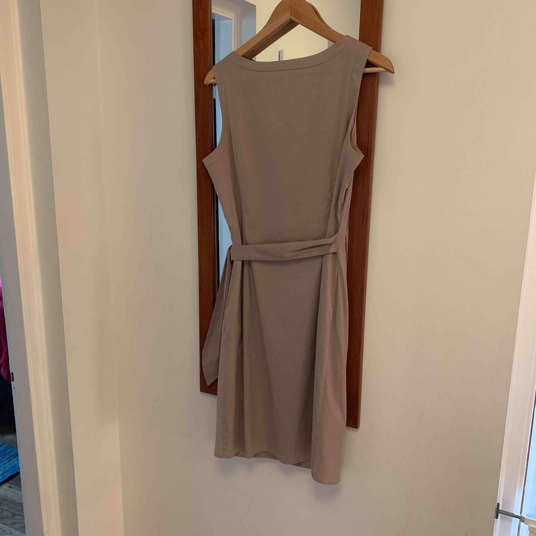 Beige / sandfärgad klänning fr Esprit. Använd en ggn.. Klänningar.