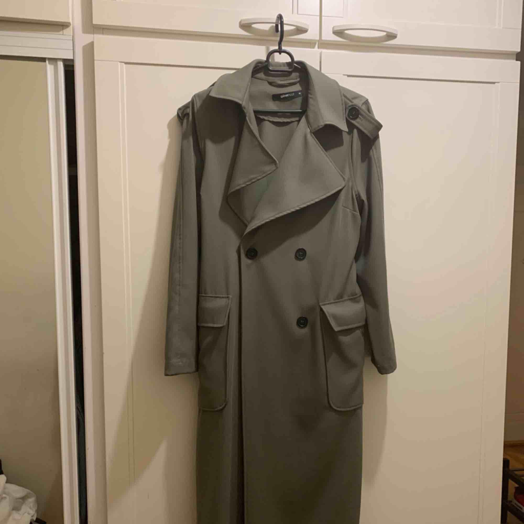Gina tricot trench coat! Nyskick,! Perfekt för våren. Jackor.
